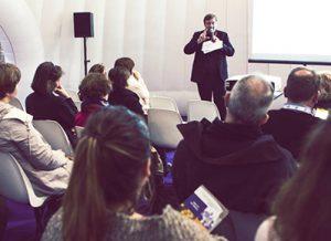 Christian BOS lors d'une conférence sur le harcèlement moral