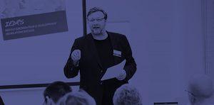 Christian BOS, directeur de l'IEDRS, pendant une conférence