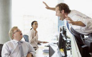 Collègue gênant au bureau